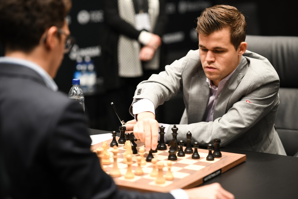 Carlsen - After seven hours: Carlsen misses victory at the start