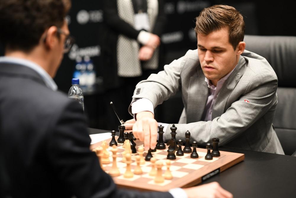 Carlsen - After seven hours: Carlsen misses victory at the start